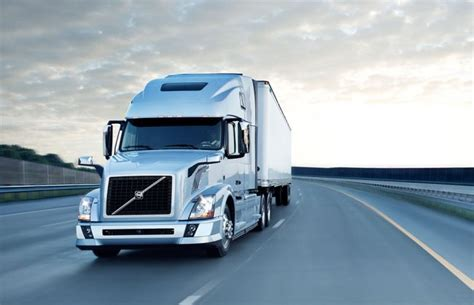 semi truck manufacturer battle freightliner