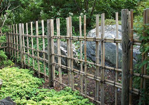 Sichtschutz Fuer Die Terrasse Aus Bambus Oder Aus Kunststoff by Sichtschutz Aus Bambus Selber Bauen Bambusrohr Und