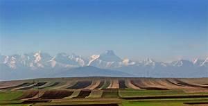 Kavkasioni Mtebi Caucasus Chain Naxnavebi Fields A Photo