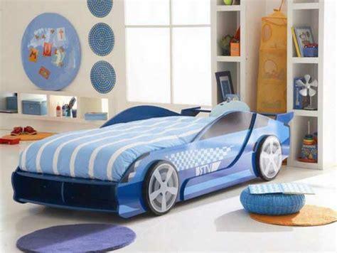 deco chambre original le lit voiture pour la chambre de votre enfant archzine fr