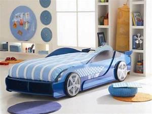 le lit voiture pour la chambre de votre enfant With tapis enfant avec les canapé lit