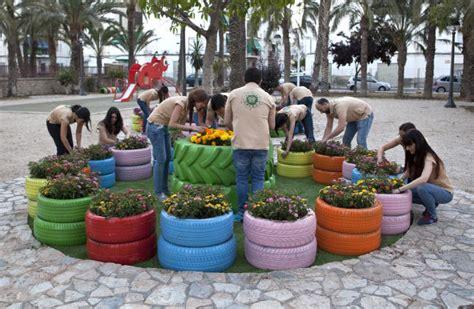 insaturbo rehabilita un parque con neum 225 ticos usados por