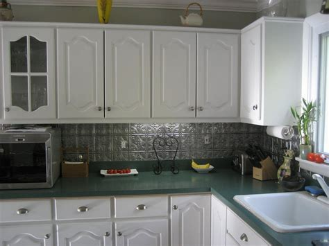 Decorating: Creating Breezy Kitchen Design Using Tin