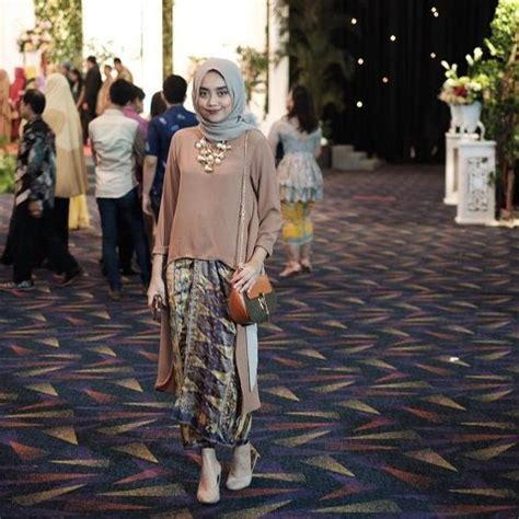 Inspirasi model baju elegan, baju anak, baju wanita, celana, rok, dan hijab. 8 Padu-padan Kain dan Atasan Ini Adalah Bukti Baju ...