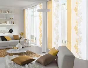 Schöner Wohnen Schiebegardinen : wei er und gelber fl chenvorhang im wohnzimmer gardinen gardine weiss gelb gardinen ~ Orissabook.com Haus und Dekorationen