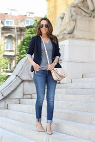 Outfits with Blue Jeans and Flats