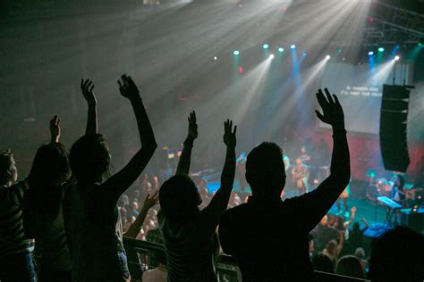 megachurch   beat lures  young flock   york