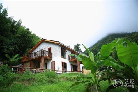 House In Tonglu by The House Booking Daijia E Shan Town