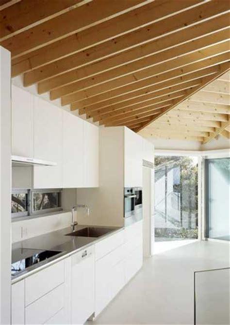revetement mural inox pour cuisine revetement mural inox pour cuisine 4 cuisine blanc et plafond en poutre de ch234ne clair