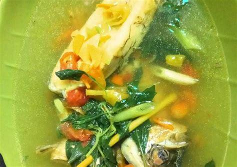 Cara membuat sop gurame kuah kuning daun kemangi bahan bahan : Resep Gurame bumbu kuning (tanpa minyak) oleh Liia Azqi - Cookpad