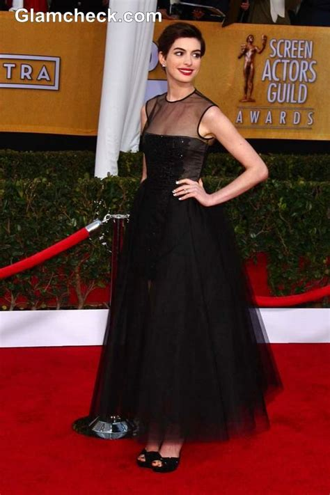 anne hathaway sophisticated  black gown   sag awards