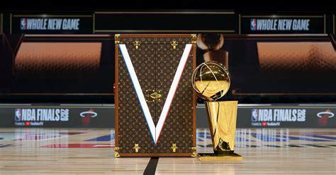 Louis Vuitton ออกแบบหีบถ้วยรางวัล Larry O'Brien ของการแข่งขัน NBA รอบไฟนอลเป็นครั้งแรก - THE ...