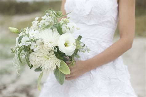 white wedding flowers  love queen annes lace