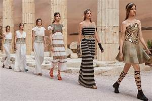 Runway : Chanel Resort 2018 Cool Chic Style Fashion