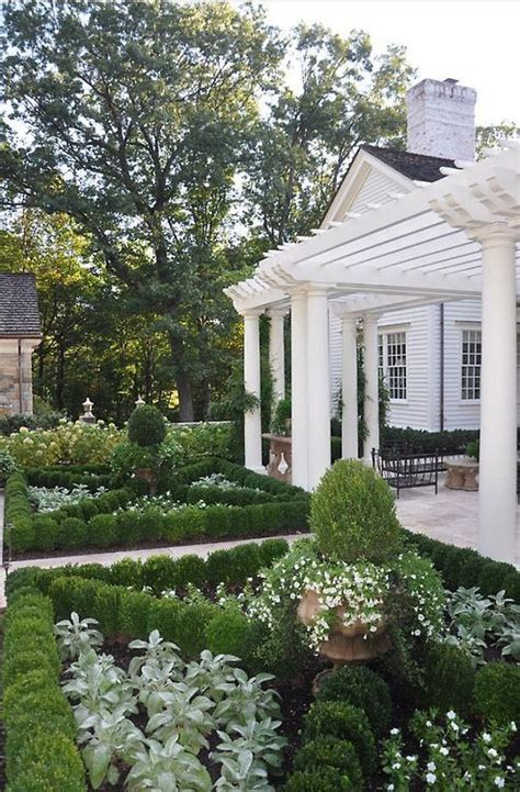 1000+ Images About Boxwood Flower Beds On Pinterest