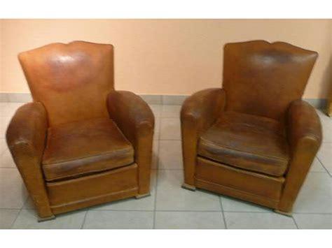 paire de fauteuils club en cuir fauve 233 es 40 50 interencheres