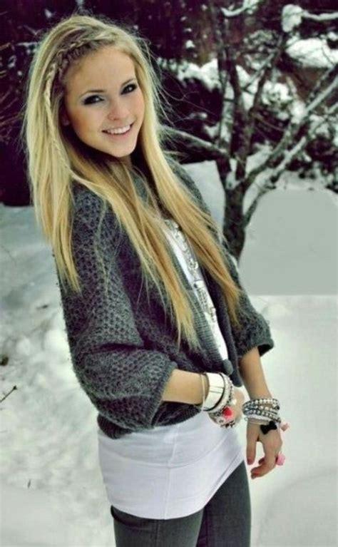einfache frisur fuer lange haare blond und glatt mit