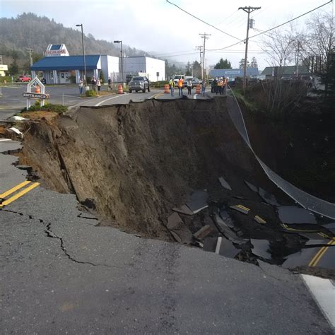 videophotos monster sinkhole closes highway