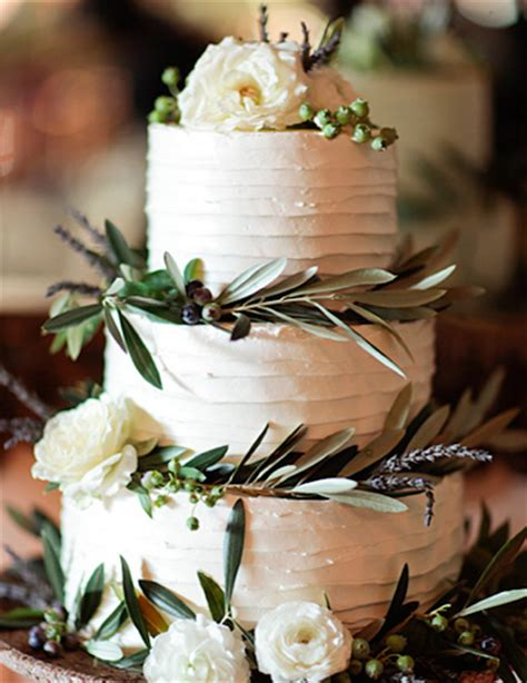 winter wedding cakes bridegroom december