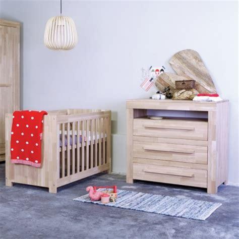 chambre bébé bois massif les avantages d un lit enfant en bois massif alfred et