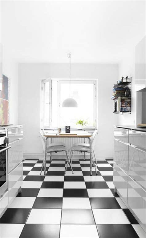 carrelage noir et blanc cuisine le carrelage damier noir et blanc en 78 photos