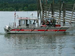 Fire Boats In Portland Oregon by Pf R Fireboat And Rescue Boat 17 Aid In Columbia River