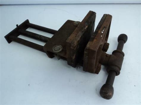 vintage large columbian cleveland antique vise