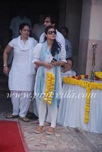 Kajol Tanisha At Joy Mukherjee39s Funeral PINKVILLA