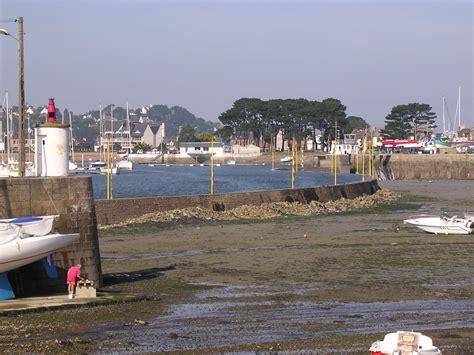 port de perros guirec le port de perros guirec emprisonne la mer en attendant la