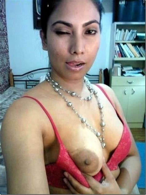 Desi Girl Remove Bra Panty Showing Her Lovely Nude Boobs