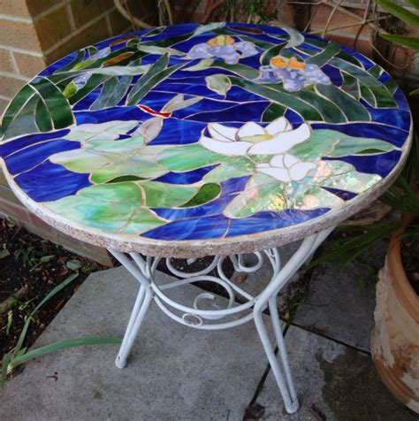 mosaiktisch mit stühlen mosaik basteln prachtvolle kunstwerke schaffen archzine net