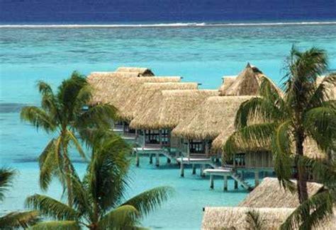 pulau ora  surga dunia  indonesia tempat wisata