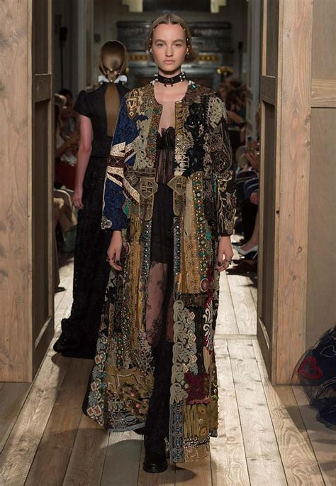 valentino fall  couture collection  renaissance sexy