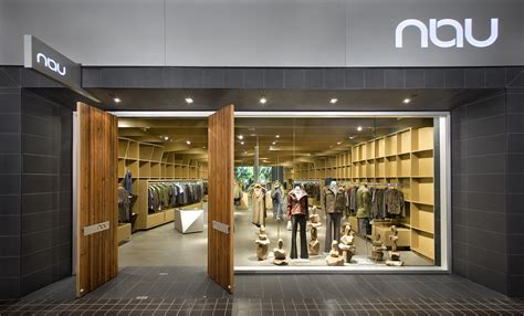 How To Start A Retail Store That Complements An Online