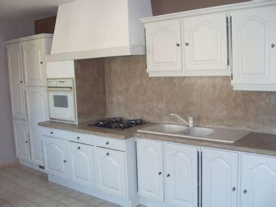 cuisine blanche mur taupe cuisine blanche mur taupe chambre idee deco