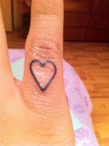miley cyrus heart tattoo   finger meaning  story