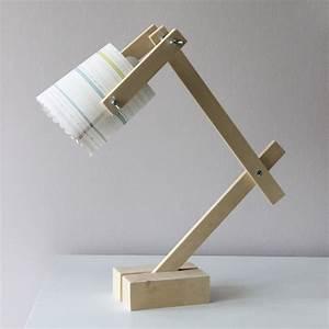 Lampe Bureau Bois : diy une lampe de bureau ~ Teatrodelosmanantiales.com Idées de Décoration