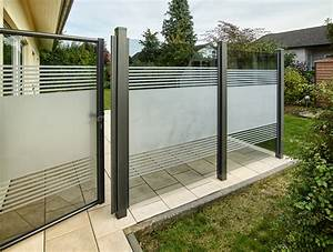Teiltransparente glaslosung als wind und sichtschutz for Sichtschutz terrasse glas