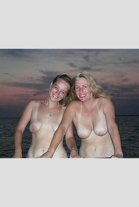 Naked pics series 18: mother daughter gallery