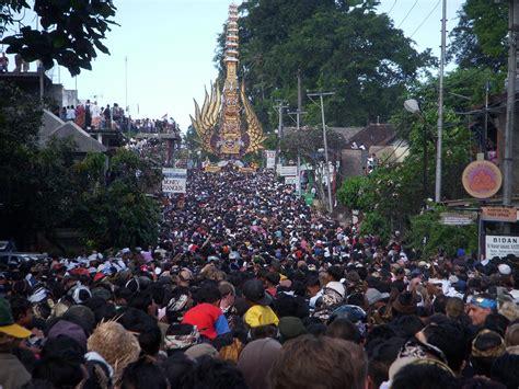 bali indonesie le patrimoine culturel contre ou avec