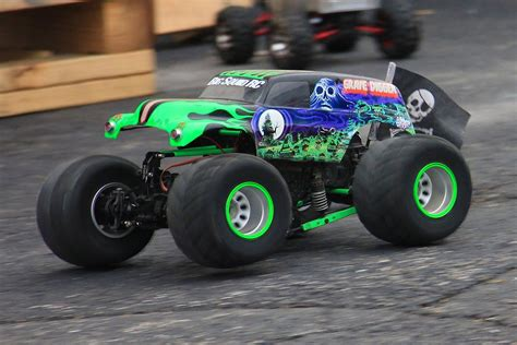 grave digger monster truck youtube 100 monster trucks youtube grave digger grave