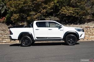 Toyota Hilux 2017 : 2017 toyota hilux trd double cab ~ Medecine-chirurgie-esthetiques.com Avis de Voitures