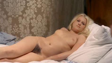 Naked Evelyn Raess In Eine Armee Gretchen
