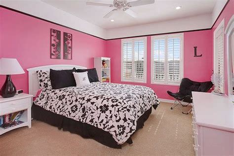 Black Pink And White Bedroom