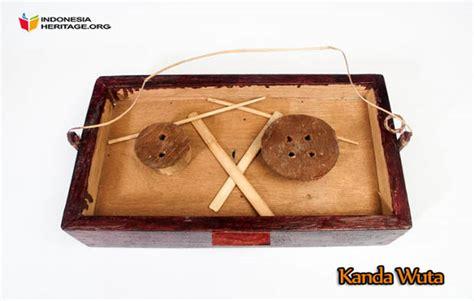 Dan sebutan pakacaping merupakan sebutan yang berasal dari jenis dari syair lagu dari musik tradisional pakacaping juga sudah terus berkembang dikarenakan terdapat respon dari pemain kecapi kepada. 7 Alat Musik Tradisional Sulawesi Tenggara, Gambar, dan Penjelasannya | Adat Tradisional