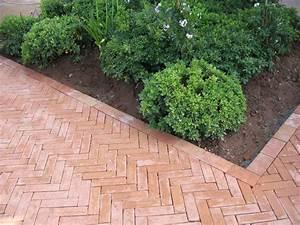 briques briquettes en terre cuite carrelage terres With faire une allee de jardin en gravier 0 bordures de jardin 40 idees sur les designs les plus
