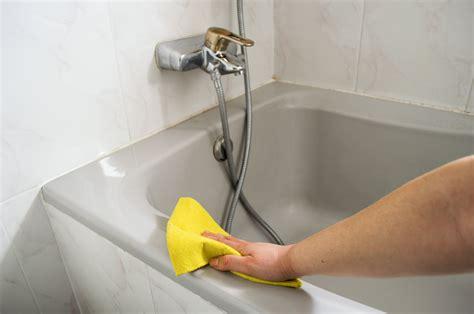 badewanne reinigen  saeubern sie die badewanne ohne schaeden