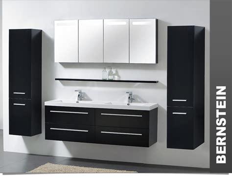 Spiegelschrank über Waschbecken