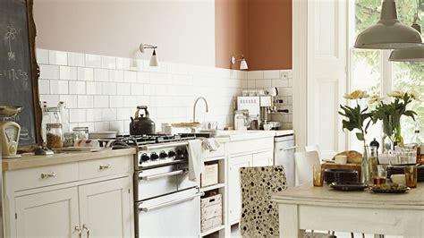 Izvēlies maigu balto krāsu lauku virtuvēs | Sadolin