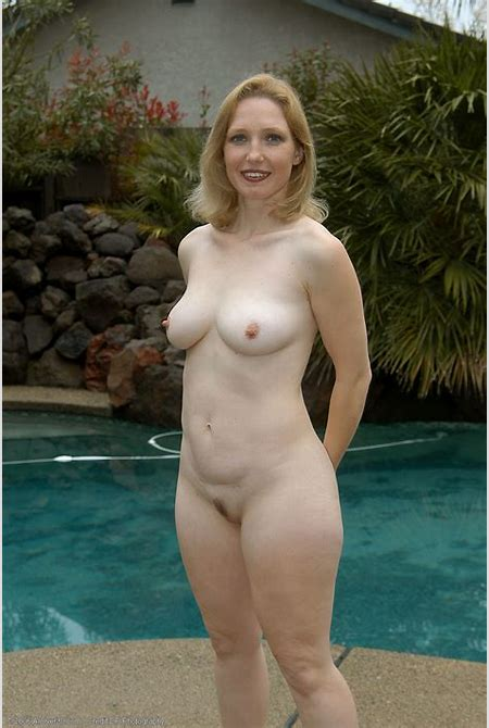 AllOver30Free.com - Featuring Carrie - High Quality Mature and MILF Pictures and Movies